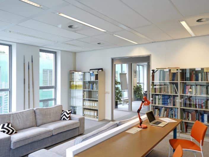 Foto van het interieur van het kantoor van de Atletiekuni in Papenda voor Desarc