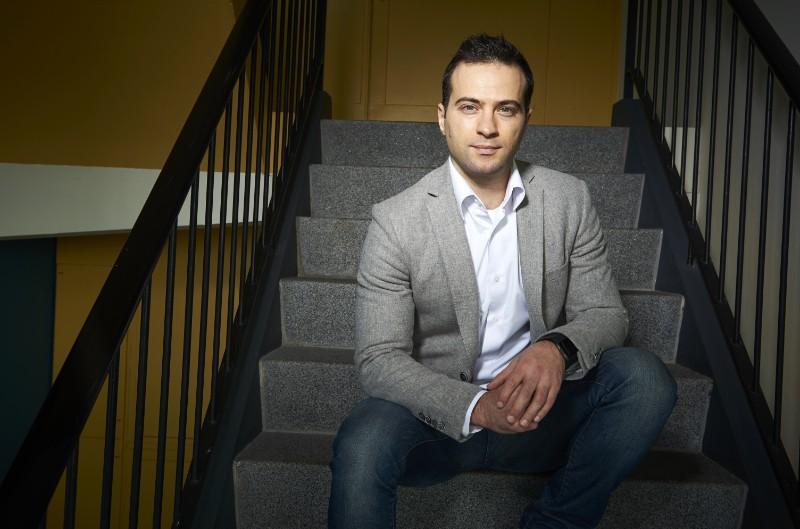 Portretfoto van Zeki Erkin voor het NWO