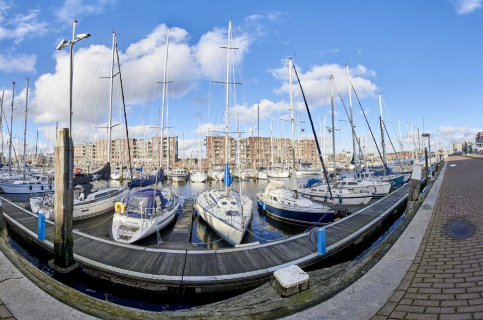 Panoramafoto van de jachthaven van Scheveningen, Den Haag