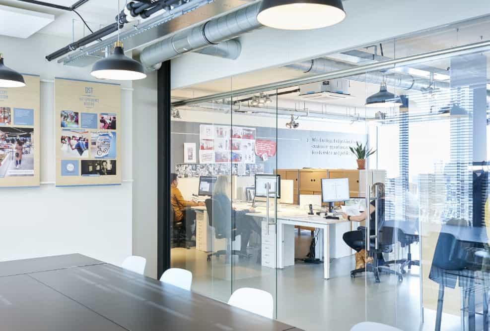 Voor de website van Sandenburg maakte ik foto's van het team en interieurfoto's van het kantoor