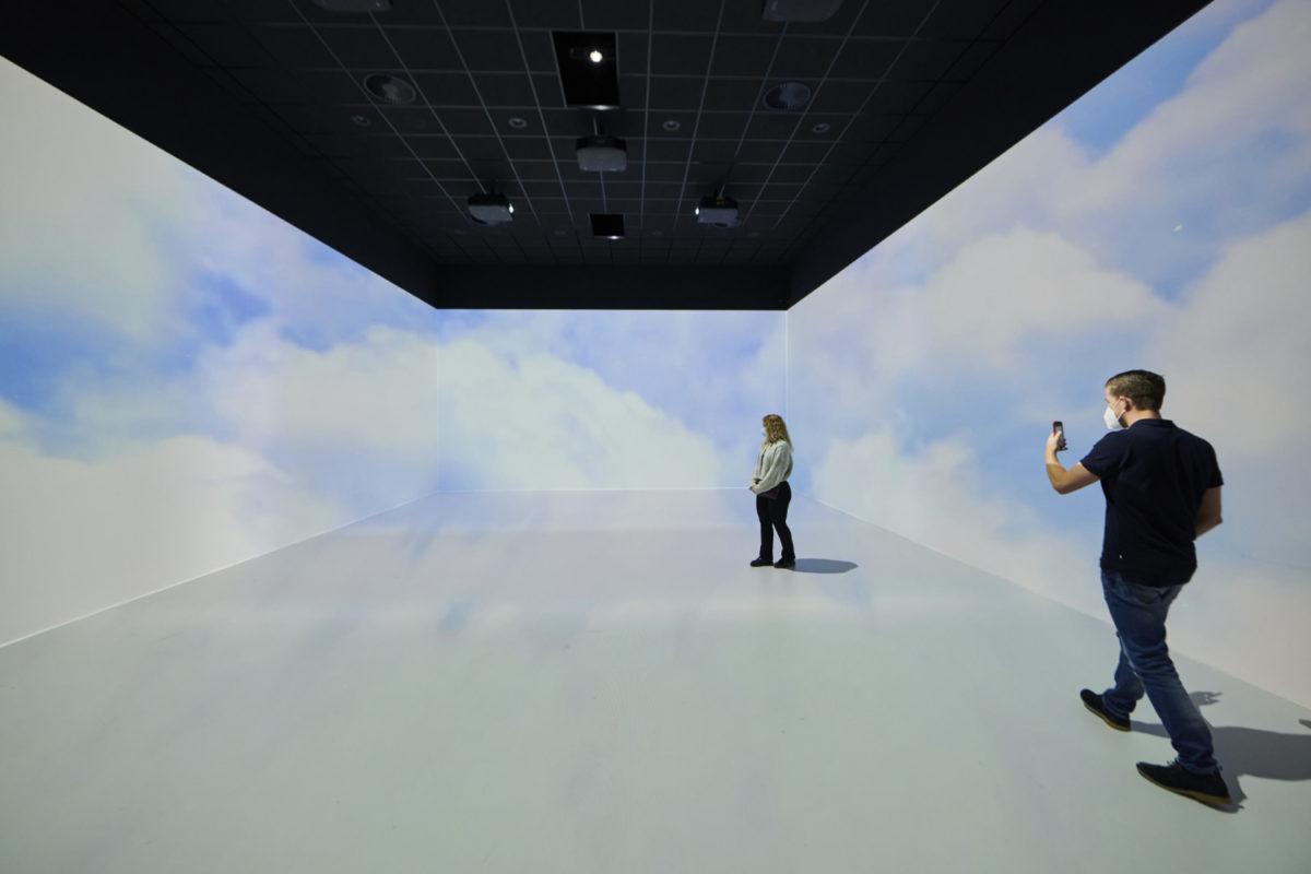 foto van bezoekers tijdens een 3D presentatie