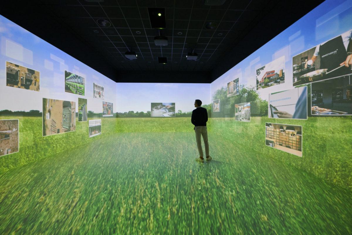 foto van bezoeker tijdens een 3D presentatie